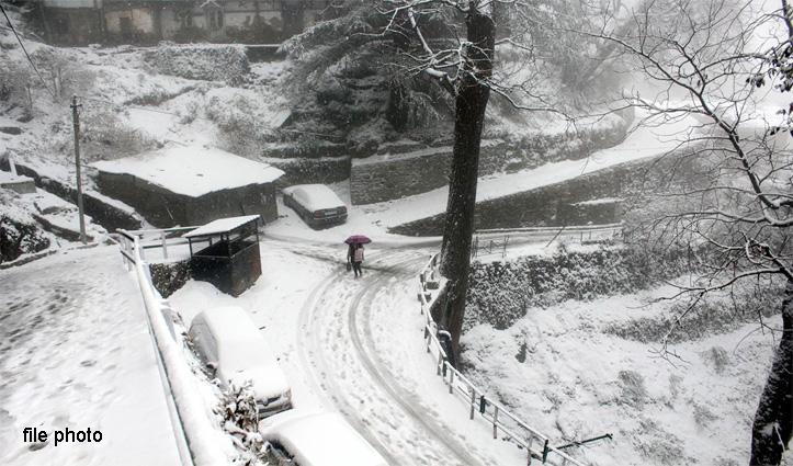 Heavy snowfall से चौपाल-शिमला मार्ग बंद, बहाल करवाने में जुटा प्रशासन