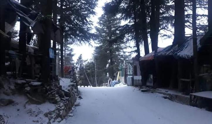पहाड़ों पर Fresh snowfall, ऊपरी हिमाचल के लिए थमे वाहनों के पहिए
