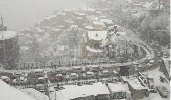 Himachal में आफत की बर्फः 5 एनएच सहित 588 मार्गों पर थमे वाहनों के पहिये, बिजली-पानी भी गुल