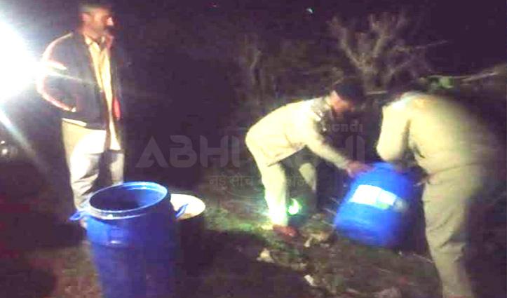 घर पर चला रखा था अवैध शराब का कारोबार, Police ने मारा छापा