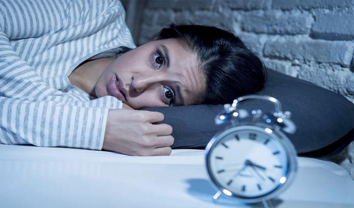 रात को जल्दी सोने की करते हैं कोशिश फिर भी लेट आती है नींद, अपनाएं ये Tips