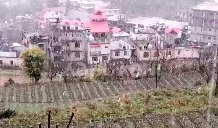 Solan में बर्फबारी से खिले लोगों के चेहरे, किसानों-बागवानों को भी राहत