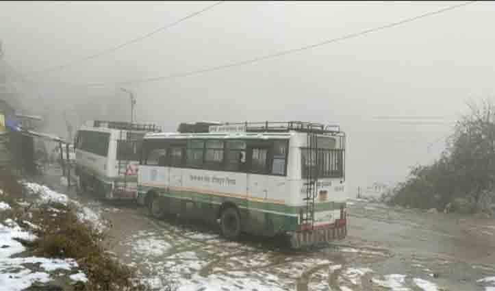 बर्फबारी ने बढ़ाई मुशिकलें, 5 NH सहित 493 सड़कें बंद, पढ़ें कब खिलेगी धूप