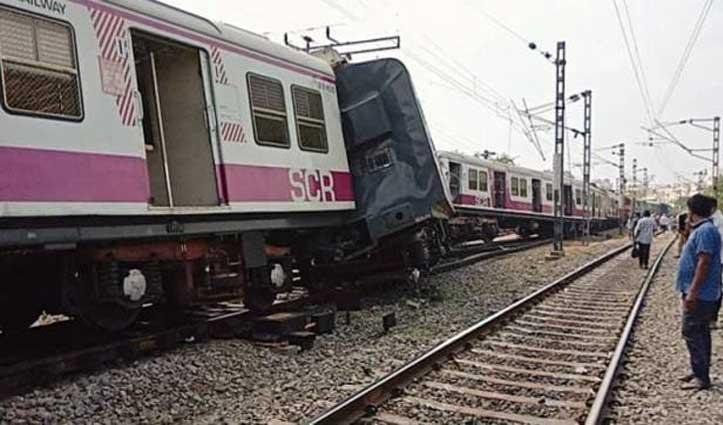 घने कोहरे के कारण पटरी से उतरी Lokmanya Tilak Express, 40 थे सवार