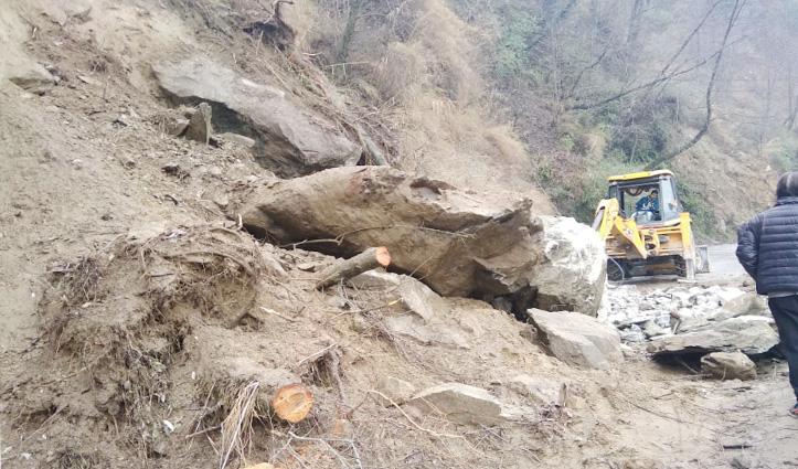 बर्फबारी-बारिश से Heavy Landslide, कुल्लू-मनाली वाम तट मार्ग 16 घंटे से अवरुद्ध
