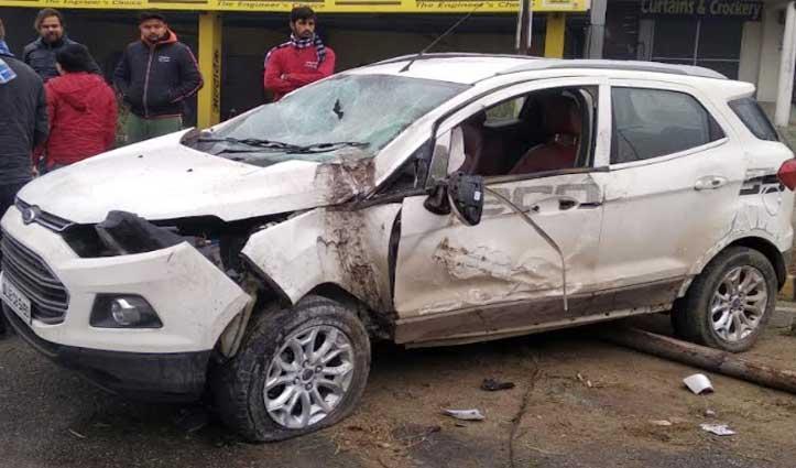 UP के युवक Manali जा रहे थे घूमने, Una में खंभे से जा टकराई कार