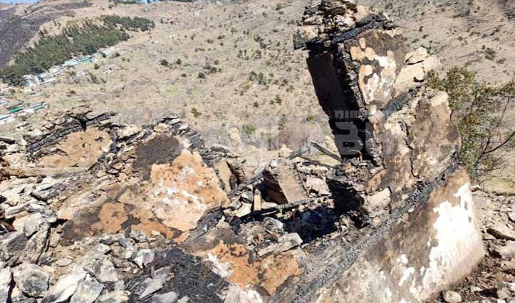 Kullu: दलाश में दो मंजिला मकान में भड़की आग, सब कुछ जलकर हुआ राख