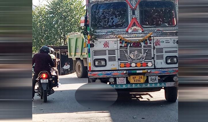सरकाघाट के पौंटा में Truck ने रौंदा बिजली बोर्ड का रिटायर्ड एक्सईएन