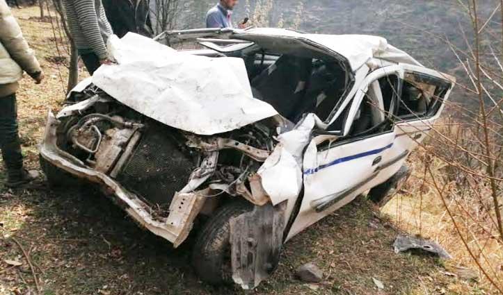 Kullu: गहरी खाई में गिरी कार, चालक ने छलांग लगाकर बचाई जान