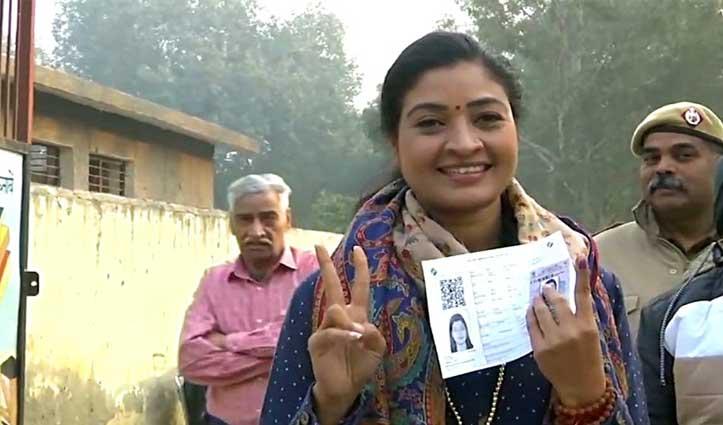 Delhi Elections : कांग्रेस कैंडिडेट अलका लांबा ने AAP कार्यकर्ता को मारा थप्पड़