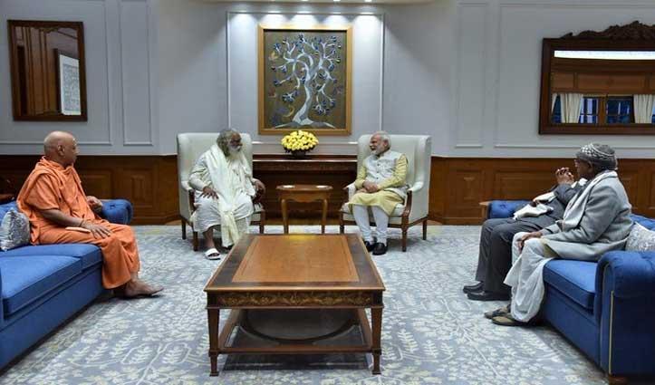 PM मोदी से मिले राम मंदिर ट्रस्ट के पदाधिकारी, शिलान्यास के लिए Ayodhya आने का न्योता दिया
