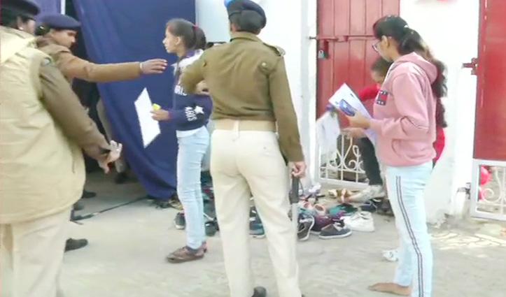 Bihar Board : 12वीं की परीक्षाएं शुरू, Exam center के बाहर जबरदस्त चेकिंग, जूते-मोजे खुलवाए