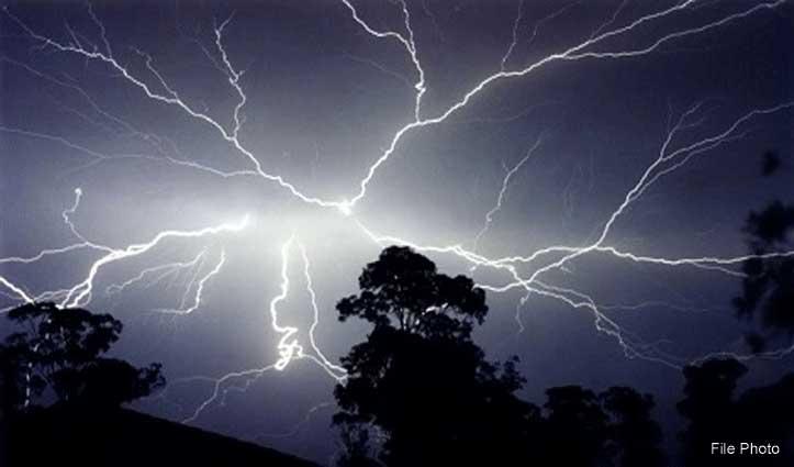 आसमानी बिजली का कहर, Temple का गुंबद गिरा, पेड़ों-भवनों को भी नुकसान