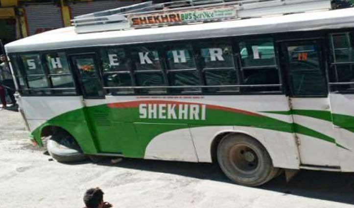 25 यात्रियों को लेकर जा रही Private Bus का टायर खुला, मची अफरा-तफरी