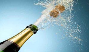 चोरी करने घर में घुसा, सामने पड़ी 2 Bottle शैम्पेन पीकर हुआ टल्ली, फिर...