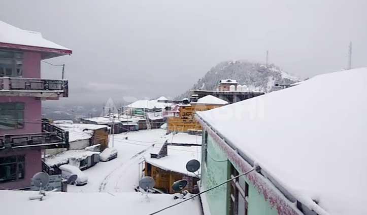 बर्फ के आगोश में Sirmaur, शिवभक्त नहीं कर पाए शिरगुल महाराज के दर्शन-5 बसें भी फंसी