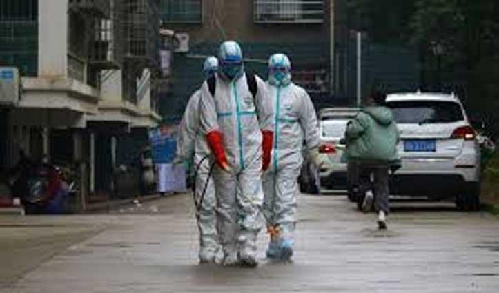 Coronavirus के चलते चीन में लोगों को उनके घरों से घसीटते दिखे अधिकारी, देखें Video