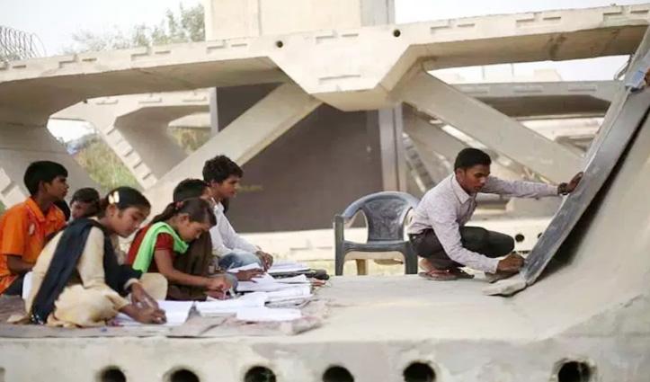 यहां Flyover slab के नीचे लगती है क्लास, 200 बच्चों को Free में पढ़ाता है ये युवक