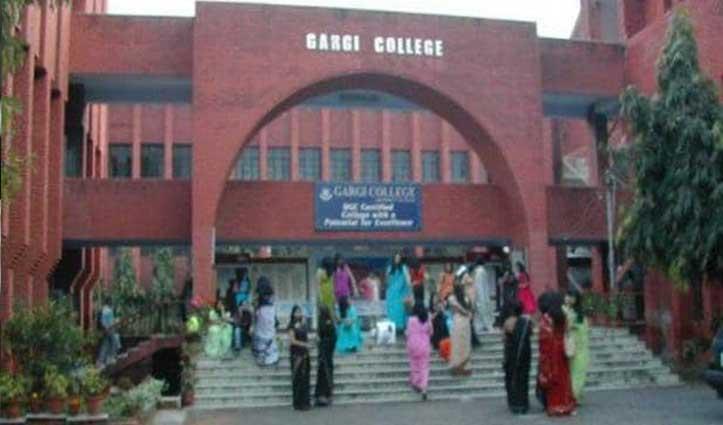 शर्मनाक: College में घुसे शराबी, छात्राओं को वाशरूम में बंद कर की अश्लील हरकतें