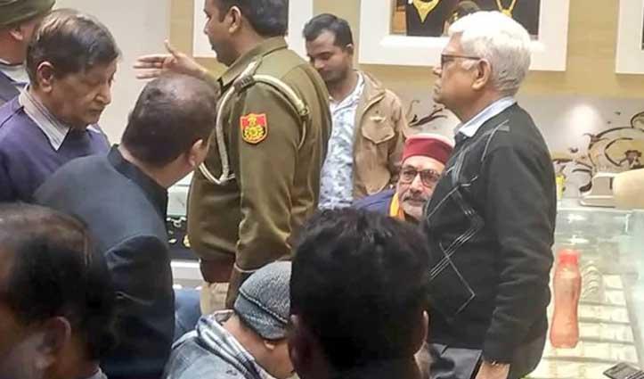 Delhi Elections : गिरिराज सिंह पर पैसे बांटने का आरोप, चुनाव आयोग ने मांगी रिपोर्ट