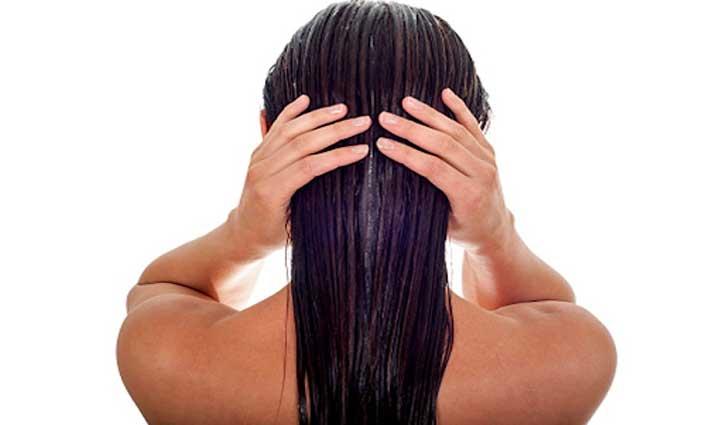 रात में बाल धोने से हो सकता है बड़ा नुकसान, जानें क्या होंगी समस्याएं