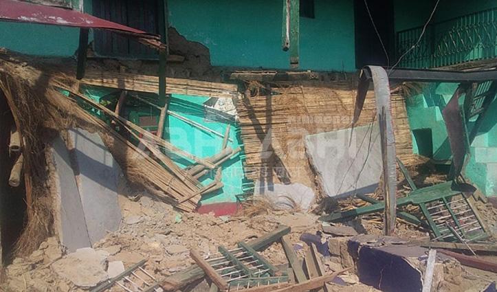 धूप में ही गिर गया BPL परिवार की विधवा मीरा का मकान, अब मदद करो सरकार