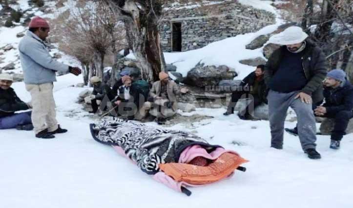 भारी बर्फ में तिंगरेट Helipad पहुंचे 6 मरीज, उड़ान ना होने से हुए मायूस