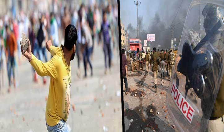 दंगों वाली Delhi: हालात संभालने के लिए स्पेशल कमिश्नर तैनात, CBSE की परीक्षाएं स्थगित; 13 की मौत