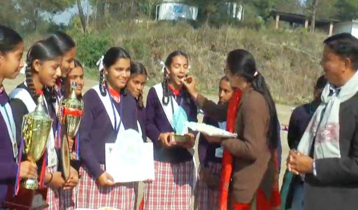बेस्ट लैंड मैनेजमेंट के लिए हमीरपुर के हाई स्कूल डुग्घा को नेशनल अवार्ड
