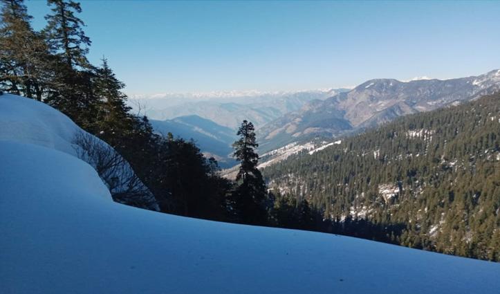 जलोड़ी दर्रे की बर्फ से ढकी खामोश वादियां पर्यटकों को करती हैं आकर्षित