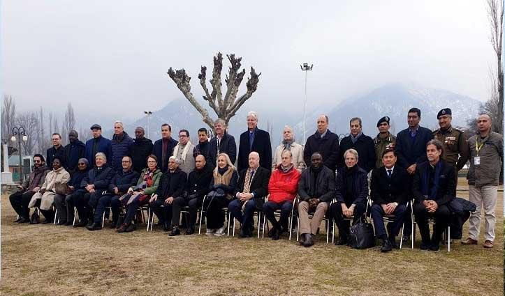 Article 370 हटने के बाद कश्मीर के हालात देखने पहुंचा विदेशी राजनयिकों का दूसरा दल