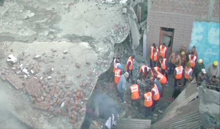 Jammu-Kashmir : तालाब तिल्लो इलाके में आग लगने से गिरी इमारत, तीन दबे, एक Rescue
