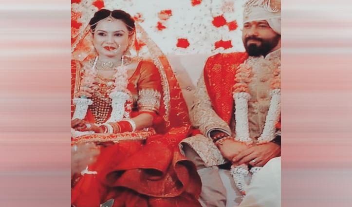 ब्वॉयफ्रेंड शलभ के साथ शादी के बंधन में बंधी Kamya, देखिए ये खूबसूरत तस्वीरें