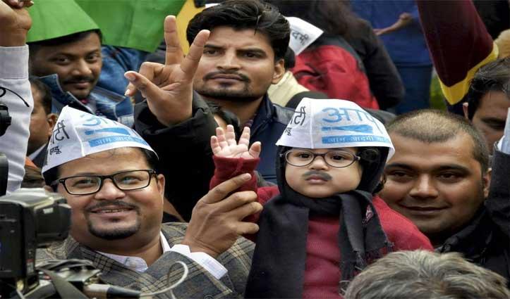 केजरीवाल के घर उनके गेट-अप में पहुंचा 'AAP' समर्थक का बच्चा, तस्वीरें हुईं वायरल