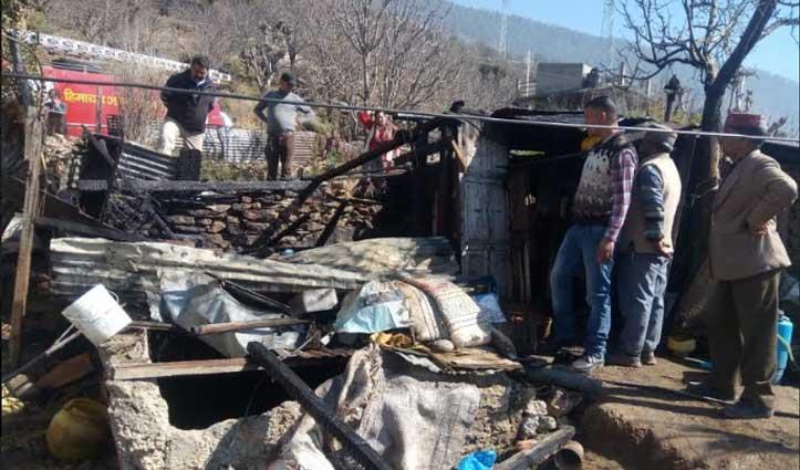 Kullu के बारीपधर में मकान जला, दो कमरे और एक किचन जलकर राख