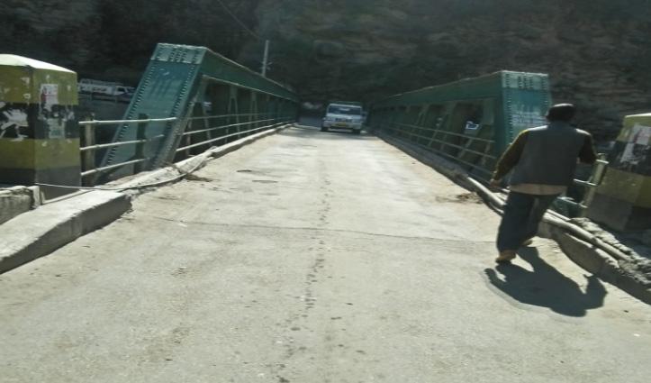 22 घंटे बाद यातायात के लिए बहाल हुआ औट-लुहरी नेशनल हाईवे