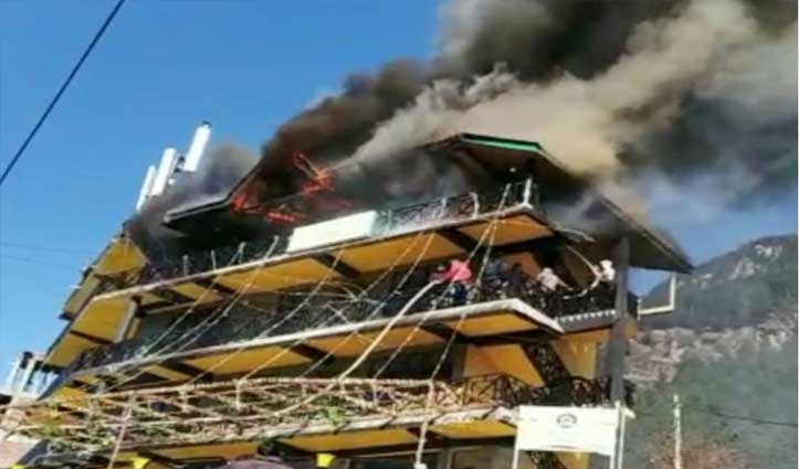 मनाली के अल्लू में गौतम कॉटेज की चौथी मंजिल में लगी Fire