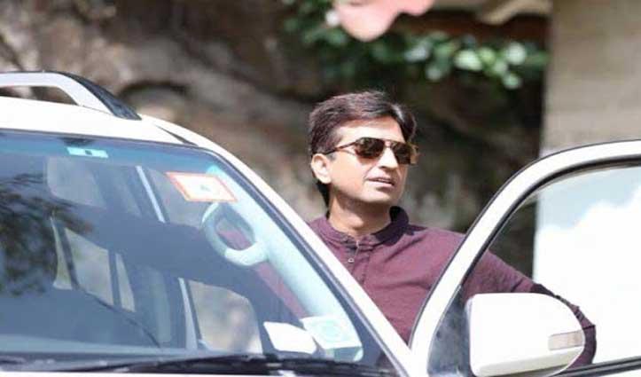 घर के बाहर से चोरी हो गई कुमार विश्वास की Fortuner, तलाश में जुटी पुलिस