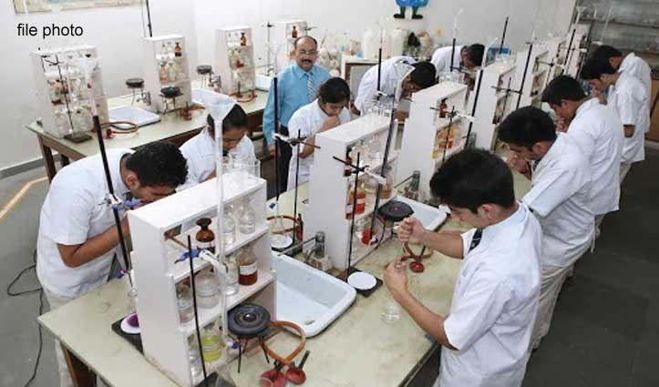 सरकारी स्कूलों की केमिस्ट्री-बायोलॉजी लैब में एप्रिन व Mask के बिना नो एंट्री