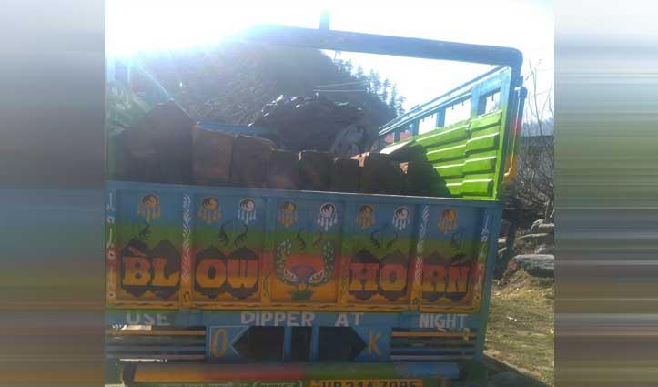 Janjehli में जीप से बरामद किए देवदार के 30 नग, जीप चालक फरार