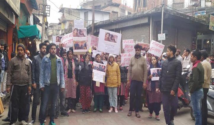 महिला मौत मामलाः मायका पक्ष ने Kangra बाजार में प्रदर्शन कर आरोपियों को मांगी फांसी