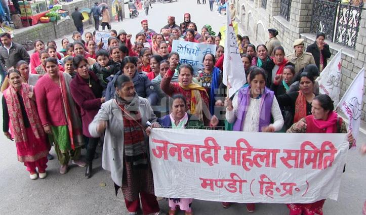 विवाहिता से मारपीट मामले में जनवादी महिला समिति ने निकाली रोष रैली, सौंपा ज्ञापन