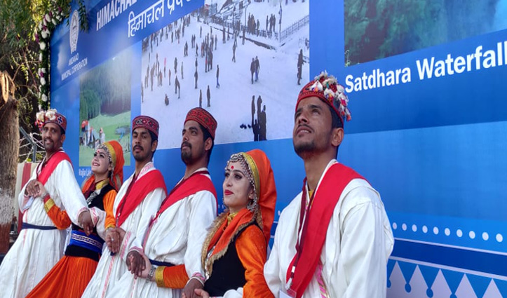 Donald Trump के स्वागत में Himachali नाटी, हाथ जोड़कर किया अभिवादन, मोदी बोले गुड