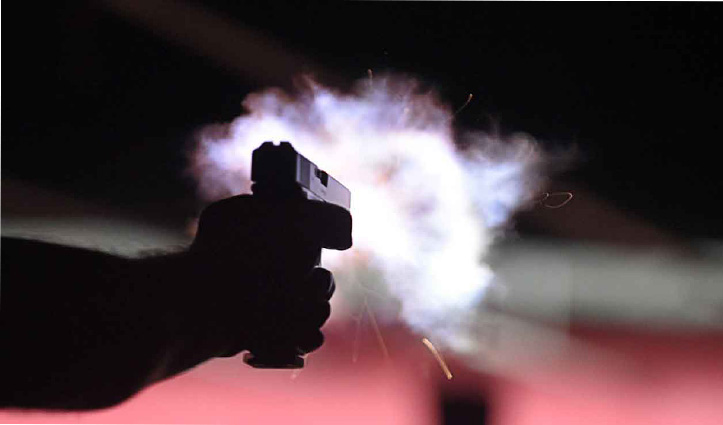 Car में आए दो बदमाश, Wine shop पर काम करने वाले शख्स को गोली मार हुए फरार