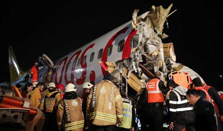 लैंडिंग के दौरान Runway पर फिसला Plane, हुए तीन टुकड़े, 183 यात्री थे सवार