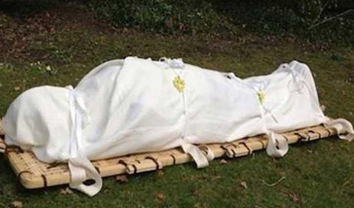 Lover के साथ भागी पत्नी तो पति ने पुतला बनाकर किया अंतिम संस्कार, बेटे ने दी मुखाग्नि
