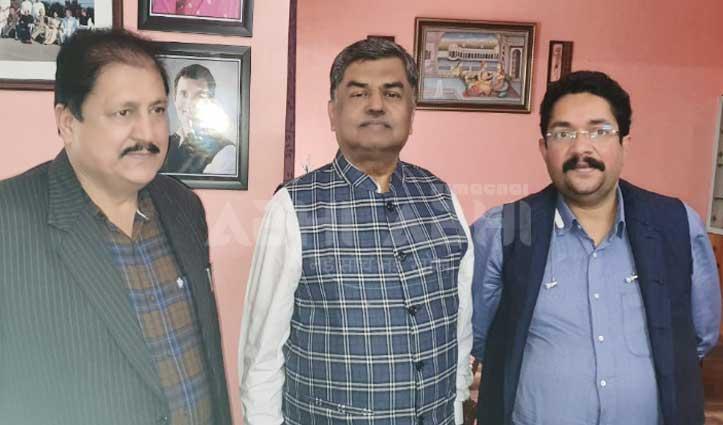 दिल्ली में चल रहे चुनाव के बीच Himachal Congress की पक रही अलग ही खिचड़ी