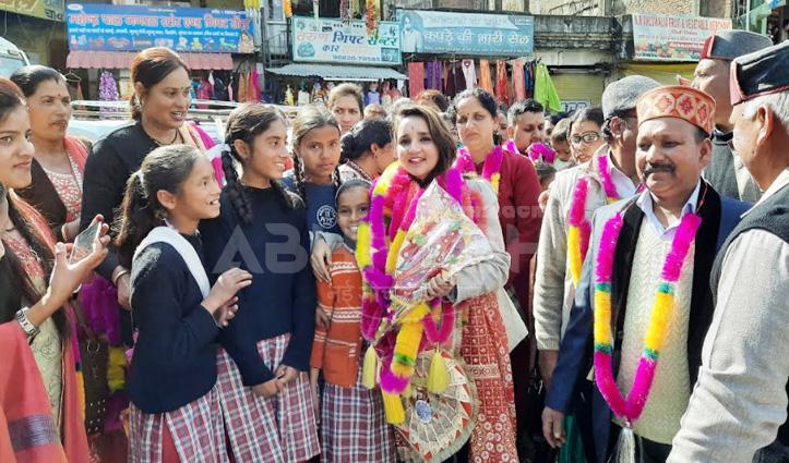 मुंबई से चैलचौक पहुंची गायिका ममता भारद्वाज, गुरु का लिया आशीर्वाद