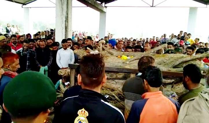 पंचतत्व में विलीन हुआ Bilaspur का शहीद करनैल, सैंकड़ों नम आंखों ने दी अंतिम विदाई