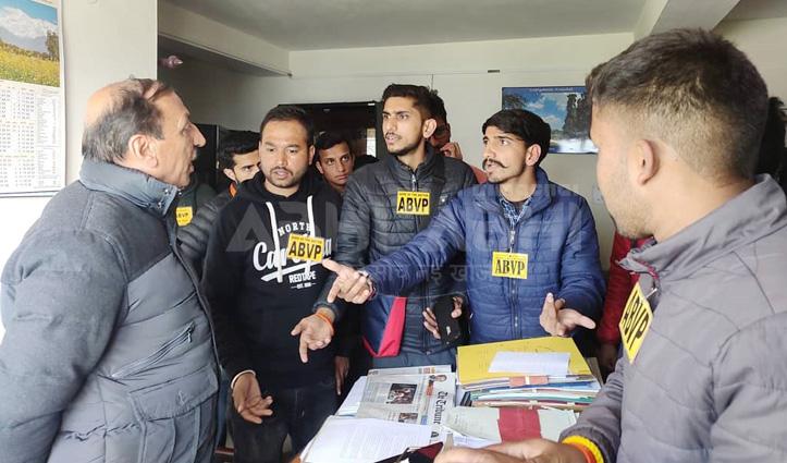 फर्जी डिग्री प्रकरण : प्रदेश सरकार के खिलाफ NSUI का प्रदर्शन, ABVP ने जड़ा ताला